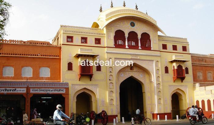 Chaura Rasta Bazaar in jaipur